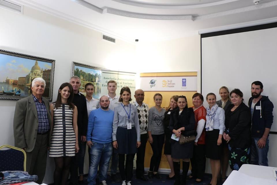 Schimb de experiență și consolidare între ONG-uri, pentru accesarea de fonduri SGP. Foto de grup după workshopul din 2 septembrie 2016. Foto credit: AJMTEM