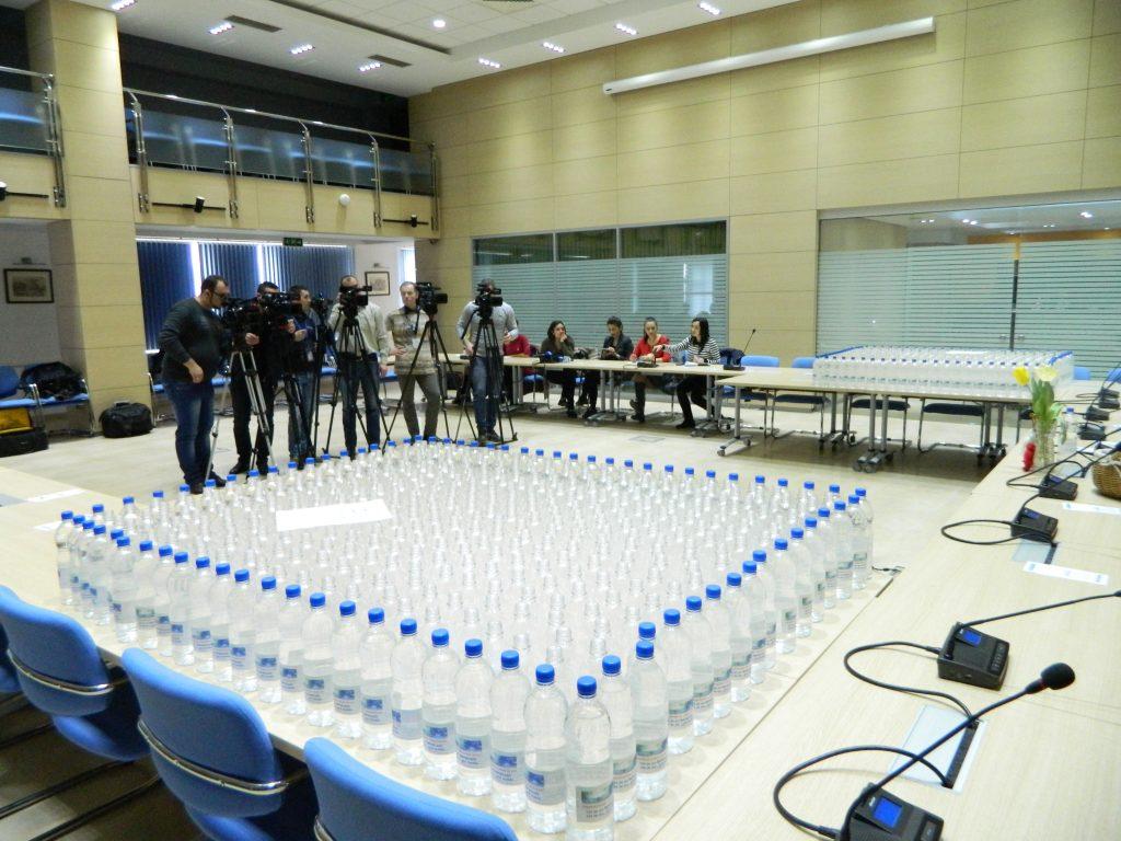 """La Chișinău a demarat o campanie prin care """"Apă-Canal Chişinău"""" îndeamnă chișinăuienii să consume apă de la robinet"""