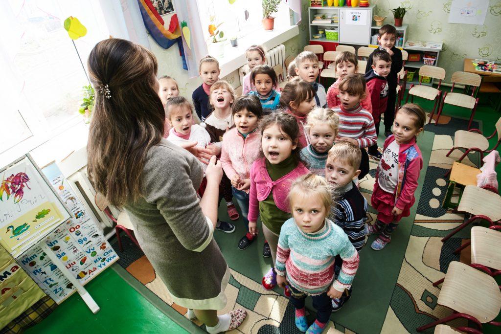 Copiii de la Grădinița Lăstărel sunt fericiți că au căldură mereu