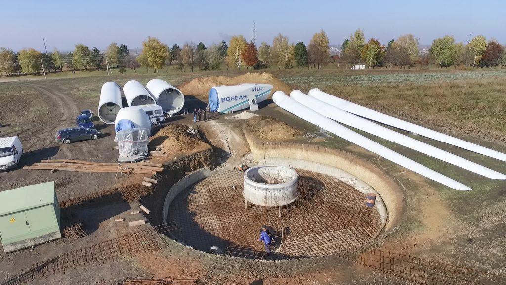 Ca într-un puzzle, piesele viitoarei turbine așteaptă să devină un tot întreg