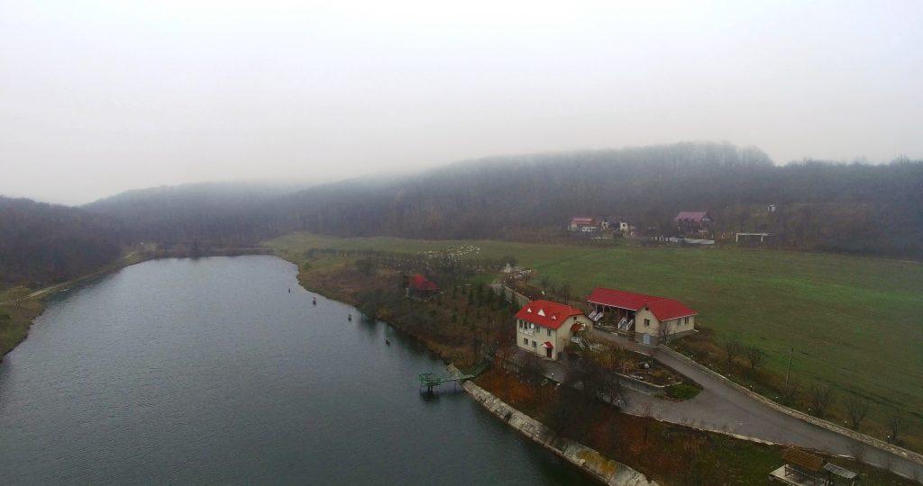 Casele construite pe albia râului Cogâlnic de soții Maria și Gheroghe Țurcanu