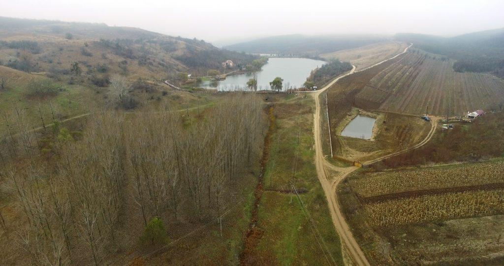 Albia Cogâlnicului este totalmente uscată, la ieșirea râului din șirul de iazuri construite de afaceriștii locali. Foto: Lilia Curchi