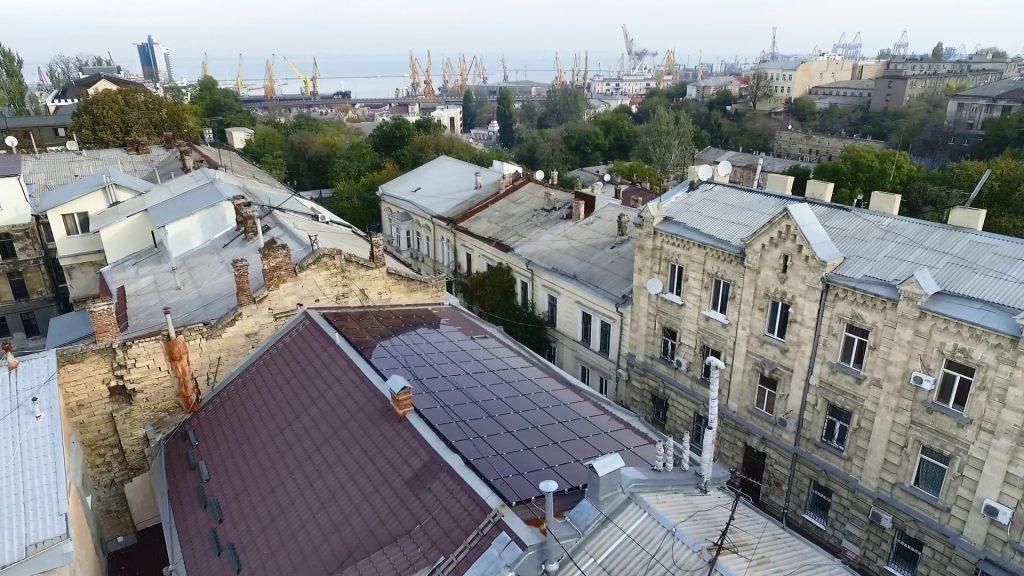 Panouri solare pe strada Lech Kaczyński, unul dintre exemplele de succes de instalare și folosire a panourilor solare