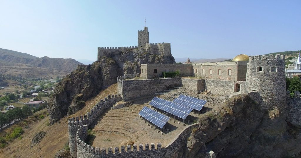 Panourile fotofoltaice asigură economisirea resurselor pentru iluminarea cetății Rabati