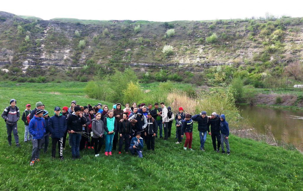 """Elevii de la Gimnaziul Furceni au vizitat lunca râului Răut și stânca """"Holm"""""""