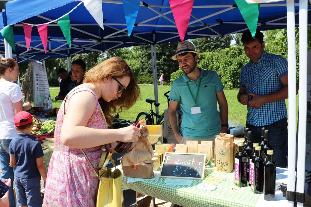 Asociaţia MOVCA a promovat ceaiurile și mierea de la Zăbriceni, vinurile de la Olănești, făina din speltă și siropul de aronie