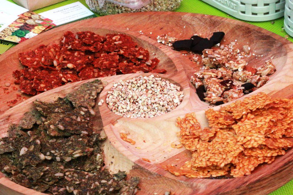 Sănătate'n Verde Viu și DENS - produse raw vegane au organizat degustare de produse și au promovat consumul sănătos