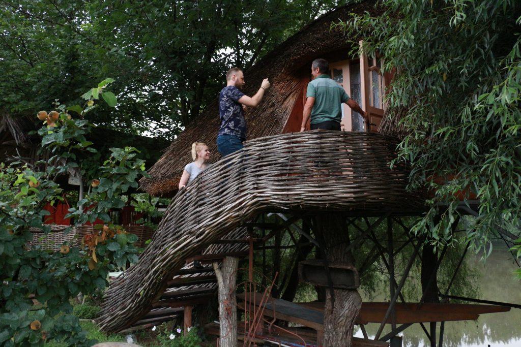 Pensiunea turistică a meșterului popular Anatol Țăranu de la Cioburciu