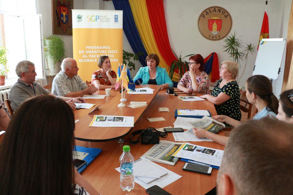 Discuții la primăria Palanca, Ștefan Vodă