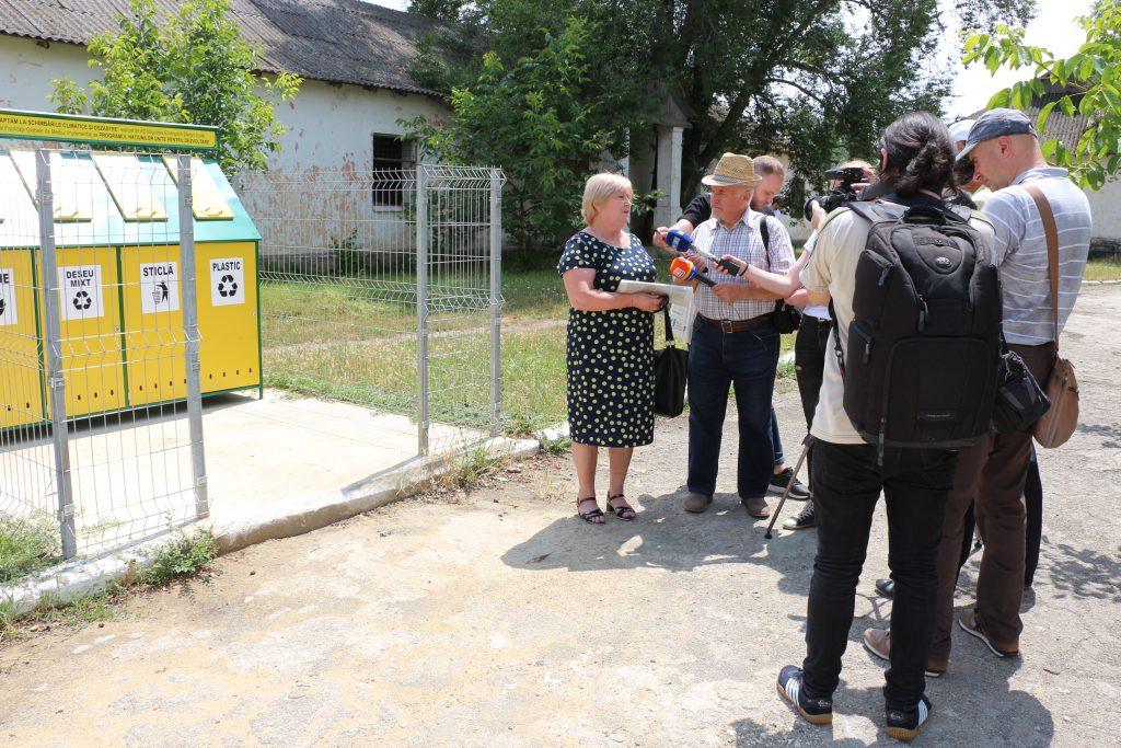 Lecții practice de gestionare a deșeurilor vor avea loc și la școala din Palanca, Ștefan Vodă - aici, de asemenea, a fost instalată o platformă de colectare separată a deșeurilor