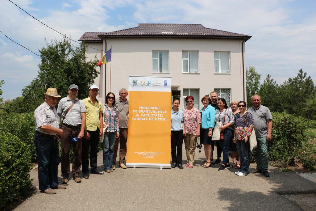 Fotografie de grup după vizitarea satului Palanca, Ștefan Vodă