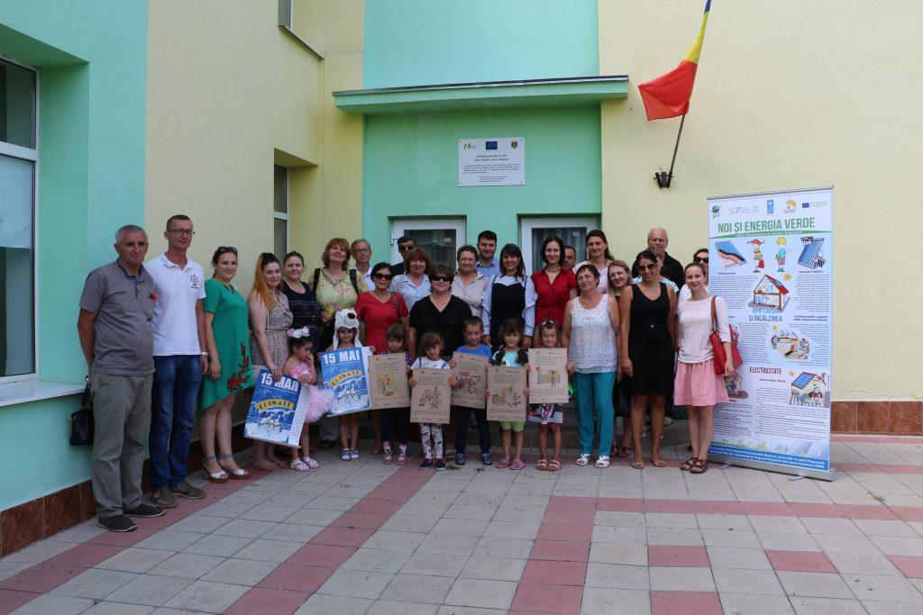 Fotografie de grup la Grădiniţa din Tohatin