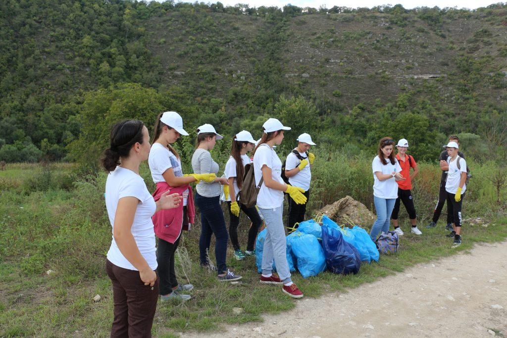 """Acţiunea """"Pentru un Răut curat"""", desfăşurată de Mişcarea Ecologistă din Moldova"""