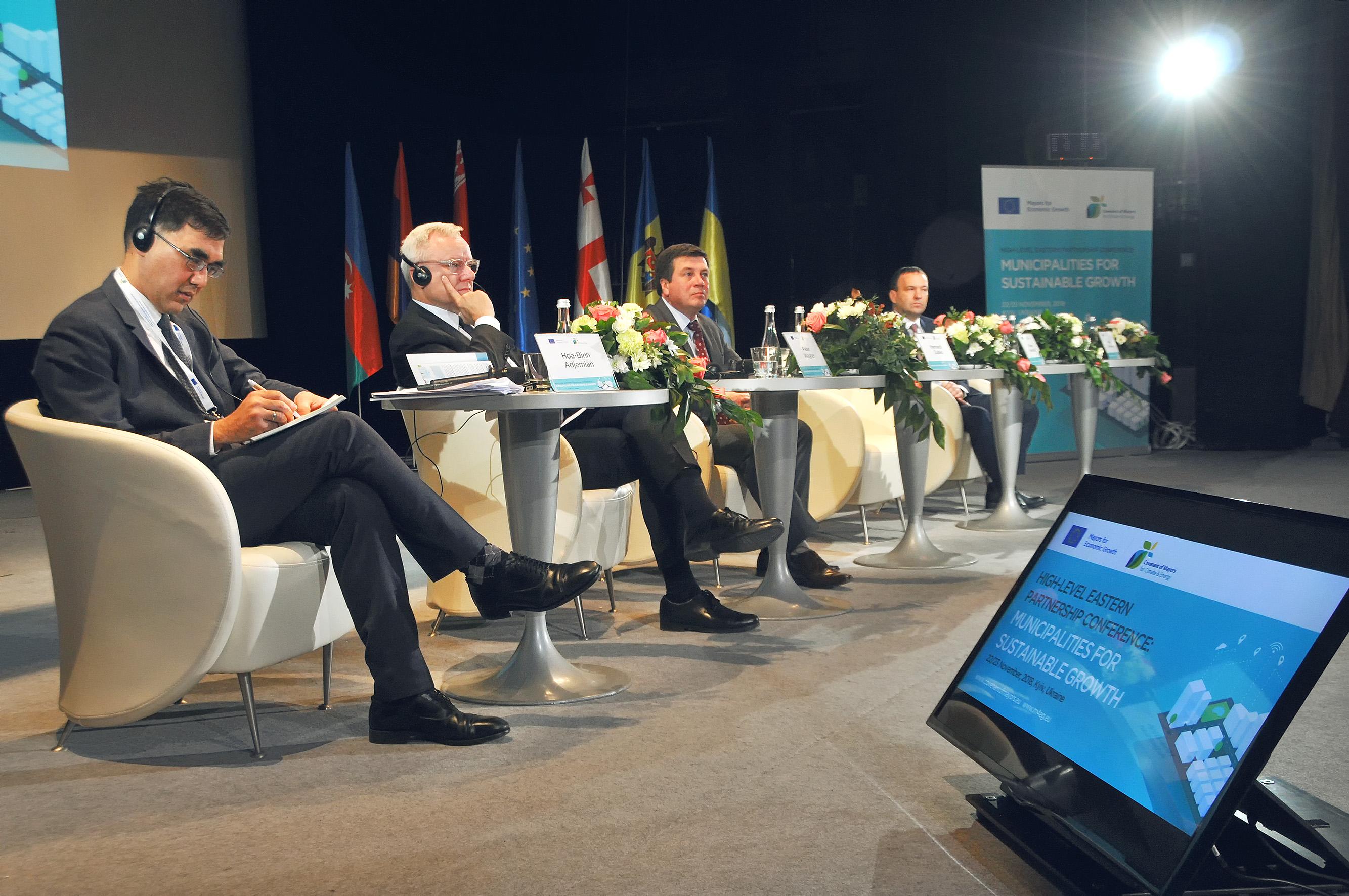 Două inițiative cheie ale UE, Convenția Primarilor și Primarii pentru Creștere Economică s-au unit pentru a aduce la Kiev peste 320 de primari din regiunea Parteneriatului Estic
