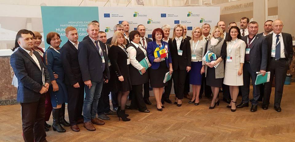"""Primari din Republica Moldova (inclusiv semnatari ai Convenției Primarilor) la Kiev - Conferința de rang înalt """"Municipalitățile pentru Creștere Durabilă"""""""