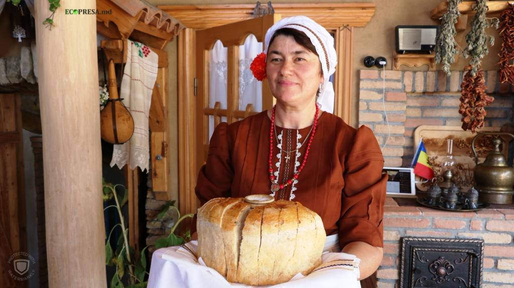 """Cu pâine şi sare sunt întâmpinaţi oaspeţii la Pensiunea etno-turistică """"Gagauz Sofrasi"""""""