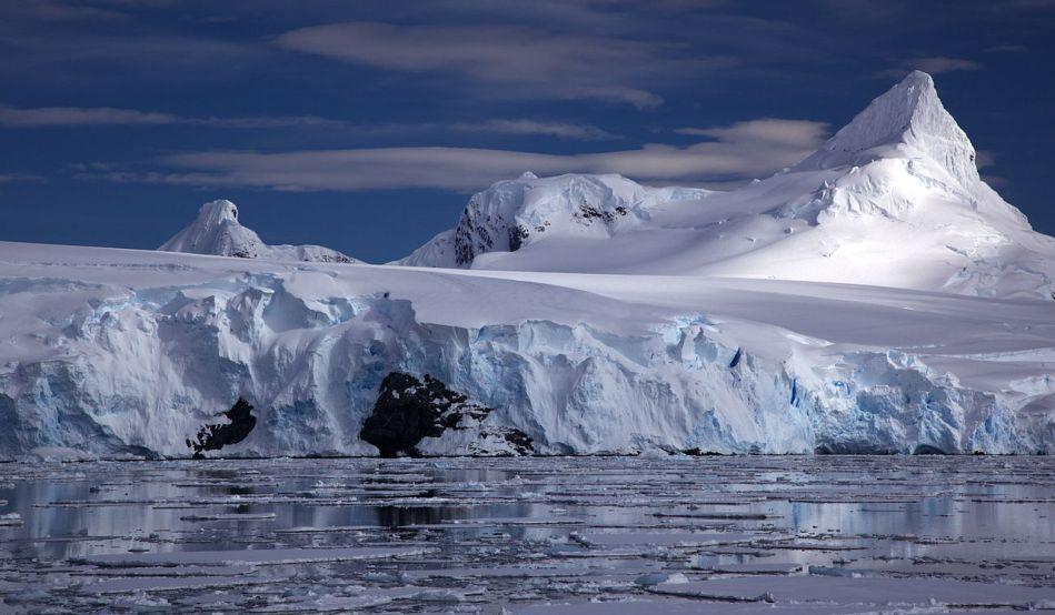 Studiu îngrijorător privind efectele schimbărilor climatice: În 20 de ani, s-a dublat viteza de micşorare a ghețarilor