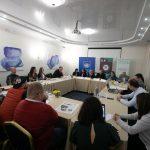 Provocările climatice abordate la un club de presă