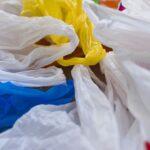 """Cinci grame de plastic ajung săptămânal în organismul fiecărui locuitor al Planetei. Cantitatea """"depozitată"""" în oceane a ajuns la circa 150 mil. tone"""