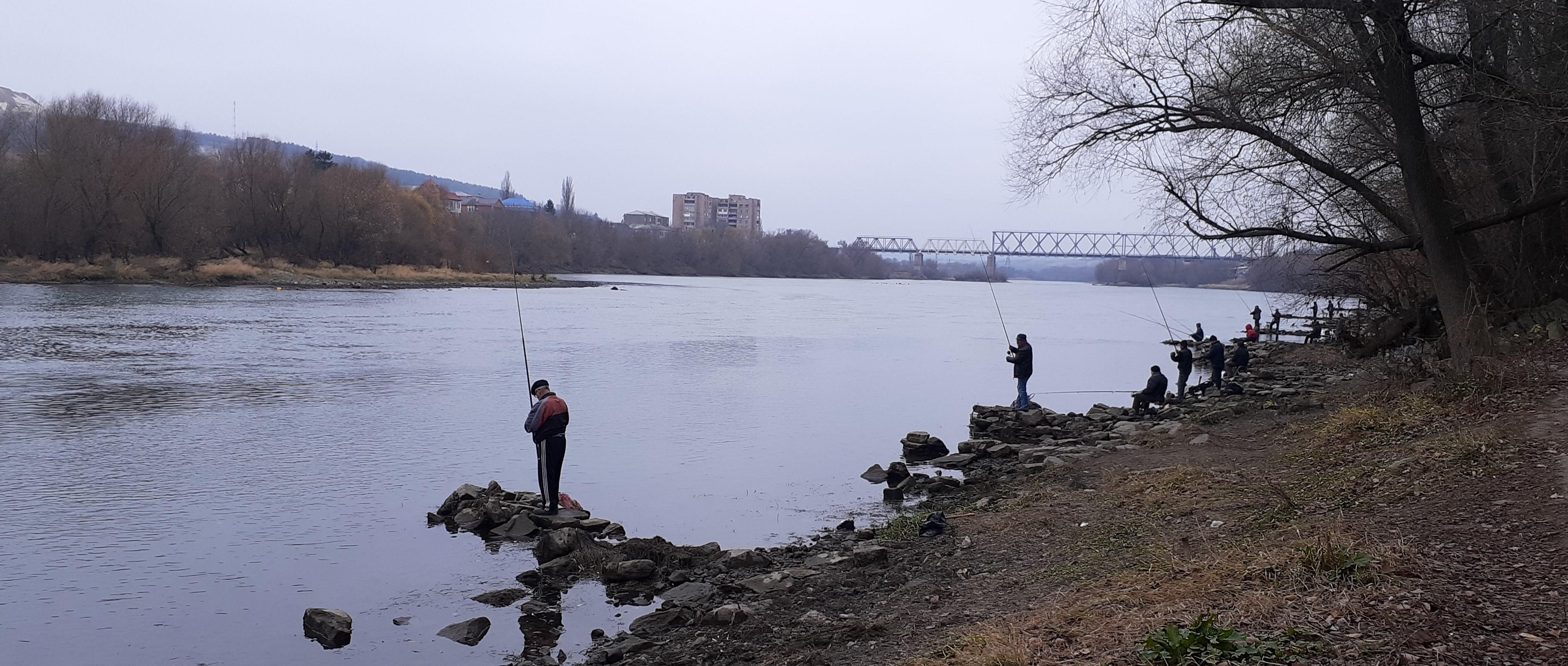 Pescuitul în Nistru, lângă orașul Moghiliov-Podolsk, Ucraina. Sursa: anticoruptie.md