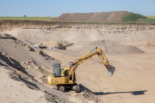 Sătenii din Delacău nu vor o nouă carieră de nisip