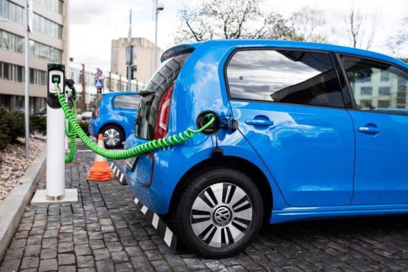 STUDIU/ Mașinile electrice chiar produc mai puțin dioxid de carbon decât cele pe carburanți