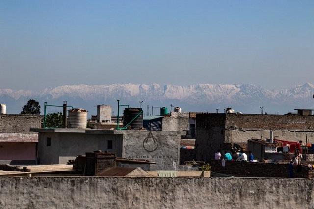 FOTO/ Munţii Himalaya, văzuţi în mai multe zone din India pentru prima oară în ultimele decenii