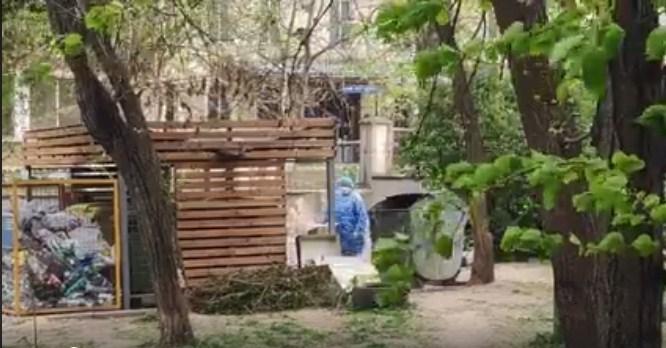 VIDEO/ Deșeurile de la un spital în care sunt internați bolnavi cu COVID-19, aruncate la tomberon. Ce spune administrația