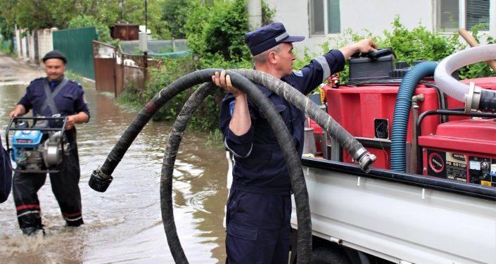 FOTO/ Hectare de livezi distruse și gospodării inundate. Consecințele ploilor din ultimele zile