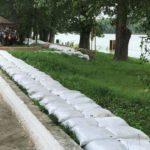 VIDEO/ Dig de protecție metalic, instalat de salvatori pe plaja de la Vadul lui Vodă