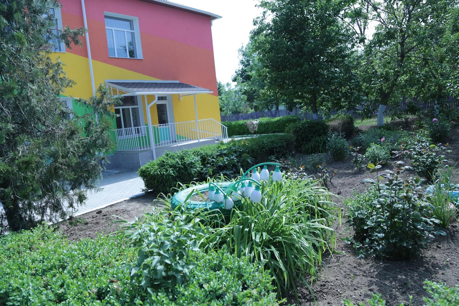 FOTO/ Condiții moderne pentru copiii din câteva localități. Ei vor învăța în clădiri călduroase și aerisite, renovate din bani europeni