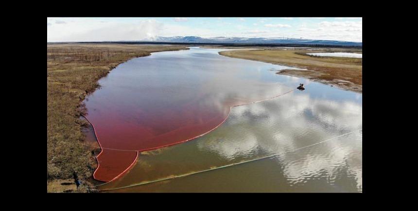 Stare de urgenţă în Rusia, după ce mii de tone de petrol au ajuns într-un râu siberian