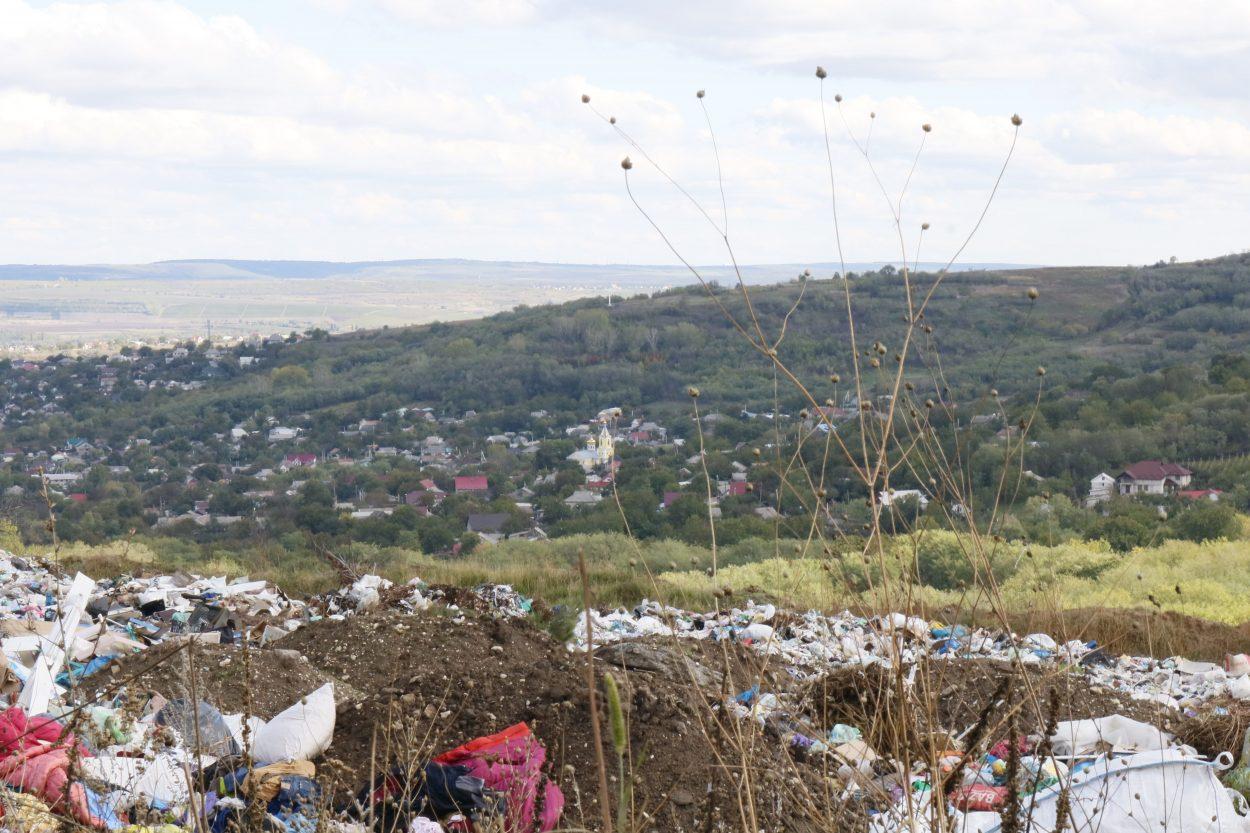 INFOGRAFIC/ Un panou al RUȘINII ar putea rezolva problema gunoiștilor neautorizate, spun respondenții unui studiu realizat în șase localități din Strășeni