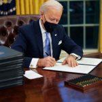 Joe Biden a semnat 17 decrete în prima zi ca președinte. SUA revin în Acordul pentru climă de la Paris și în OMS