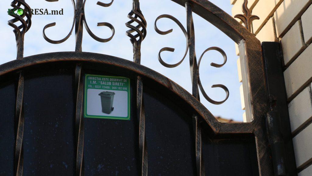 O poartă a unei gospodării din Sireți. Foto: ecopresa.md