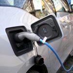 Norvegia vrea să tripleze taxa de carbon şi să cumpere numai automobile electrice