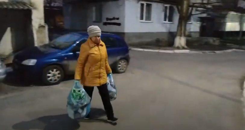 VIDEO/ Fac acțiuni de salubrizare pentru că le pasă de mediu. Exemplul a două femei din Rezina
