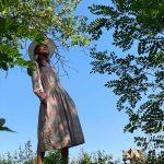 VIDEO/ Înapoi la rădăcini. A schimbat forfota orașului pe viața la țară