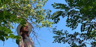 Oxana Guzun în grădina de la Hiliuți, Râșcani