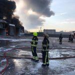 Incendiul de la depozitul cu vopsele a poluat aerul cu dioxid de azot și fenol. Constatările Agenției de Mediu