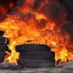 Arderea anvelopelor în Noaptea de Înviere va fi sancționată. Apelul Agenției de Mediu