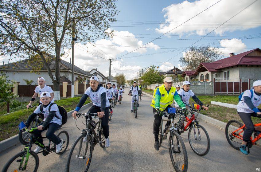 /FOTO/ Strășeni, Vorniceni și Lozova au sărbătorit Ziua Europei și Ziua Energiei pe biciclete