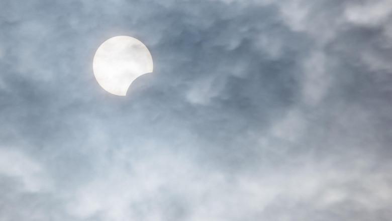 O eclipsă de soare vizibilă parțial și în R. Moldova va avea loc joi