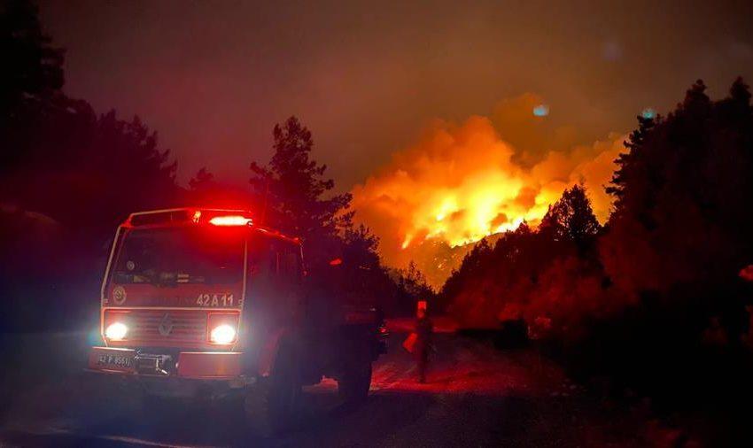 FOTO/ Sute de victime în urma incendiilor de vegetaţie care continuă să facă ravagii în sudul Turciei