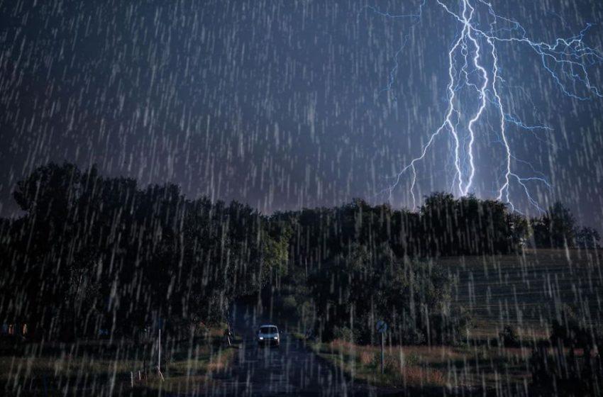 Ploi și vijelie. Meteorologii au emis un nou COD GALBEN de instabilitate atmosferică , valabil pe 5 și 6 august