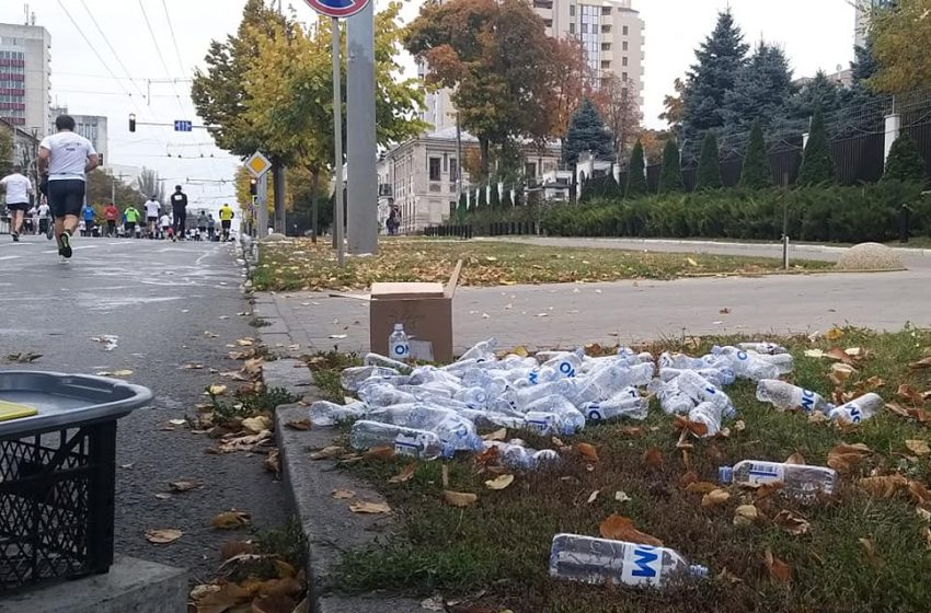 FOTO. VIDEO/ Zeci de sticle de plastic, aruncate de participanții la Maratonul Chișinău